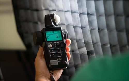 Ein Handbelichtungsmesser ist insbesondere bei einer gezielten Lichtsetzung und komplizierten Lichtaufbauten unverzichtbar.