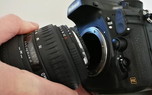 Für Produktfotos bieten Kameras mit Wechselobjektiven mehr Flexibilität